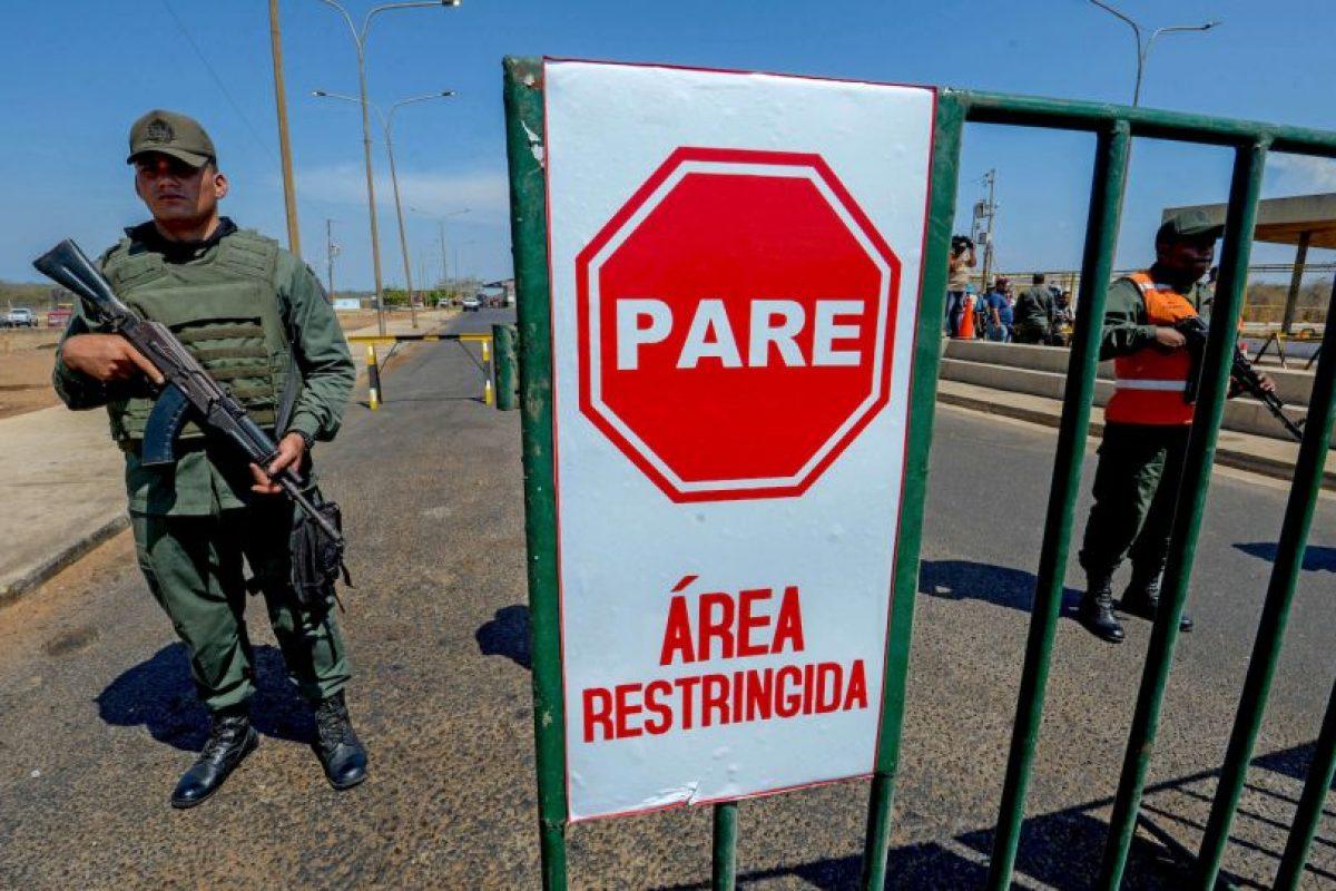 En algunas regiones de Colombia, el combustible de contrabando costaba 99 centavos de dólar. Foto:AFP. Imagen Por: