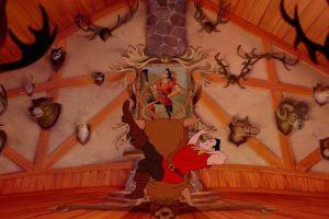 """""""Era un cazador por naturaleza y había una bestia salvaje en el pueblo. Con derechos, tomó una milicia e intentó capturar a la bestia. La chica era rehén, su padre también, así como los sirvientes de la bestia"""". Foto:vía facebook.com/DisneyBeautyAndTheBeast. Imagen Por:"""