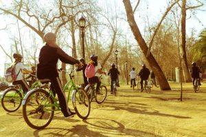 Turistas en bicicleta por el Parque Forestal Foto:Cortesía. Imagen Por: