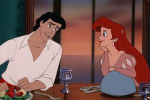 """""""El contrato decía que Ariel debía lograr que 'Eric' se enamorara de ella sin su voz, y fracasó y tiene que pagar las consecuencias"""". Foto:facebook.com/DisneyTheLittleMermaid. Imagen Por:"""
