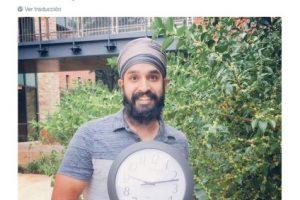 Musulmanes posan con relojes en señal de apoyo Foto:Twitter.com. Imagen Por: