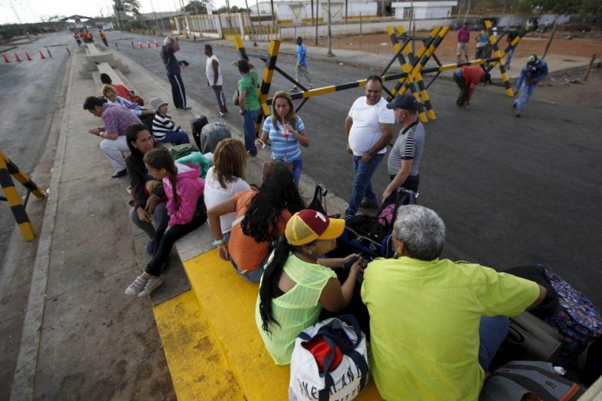 Por otro lado, en Cúcuta, Colombia, comenzó una escasez de combustibles Foto:AP. Imagen Por: