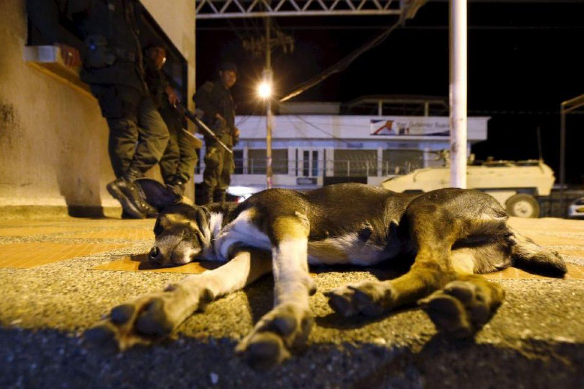 """Esto después de que tres militares venezolanos resultaron heridos en un ataque """"paramilitar"""", según palabras de Maduro Foto:AP. Imagen Por:"""