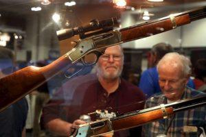 Los pocos intentos para restringir la posesión de armas han sido saboteados por varias organizaciones que aprueban el uso de las mismas. Foto:vía Getty Images. Imagen Por: