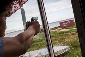 """La otra dificultad es el número de armas de fuego, porque es difícil mantenerlas fuera de las manos de gente en la que no se puede confiar que las vayas a usar con responsabilidad"""". Foto:vía Getty Images. Imagen Por:"""