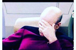Los usuarios de internet se burlaron de su forma de ver el debate Foto:Twitter.com. Imagen Por: