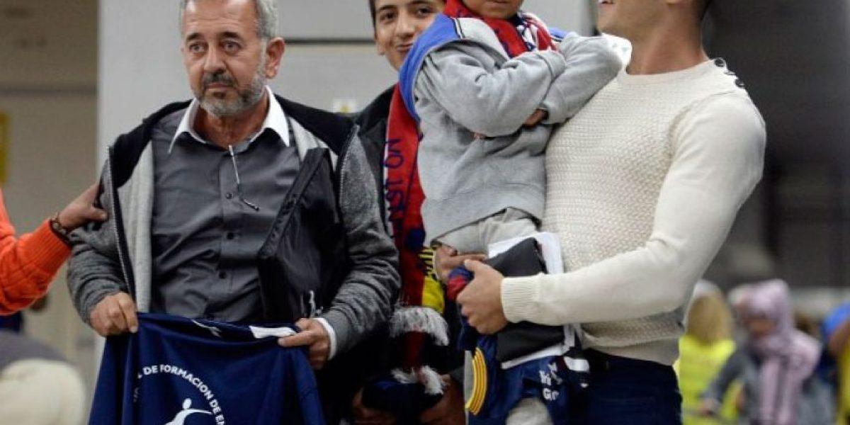 El refugiado sirio pateado llega a España para iniciar una nueva vida