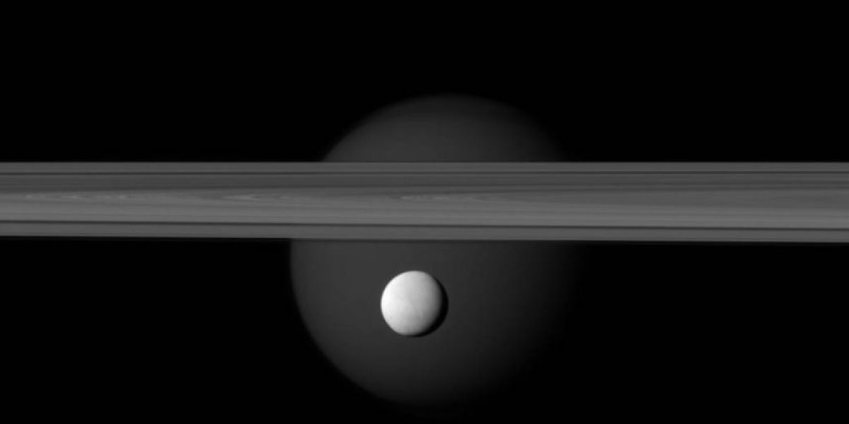 Descubren gran océano en una de las lunas de Saturno