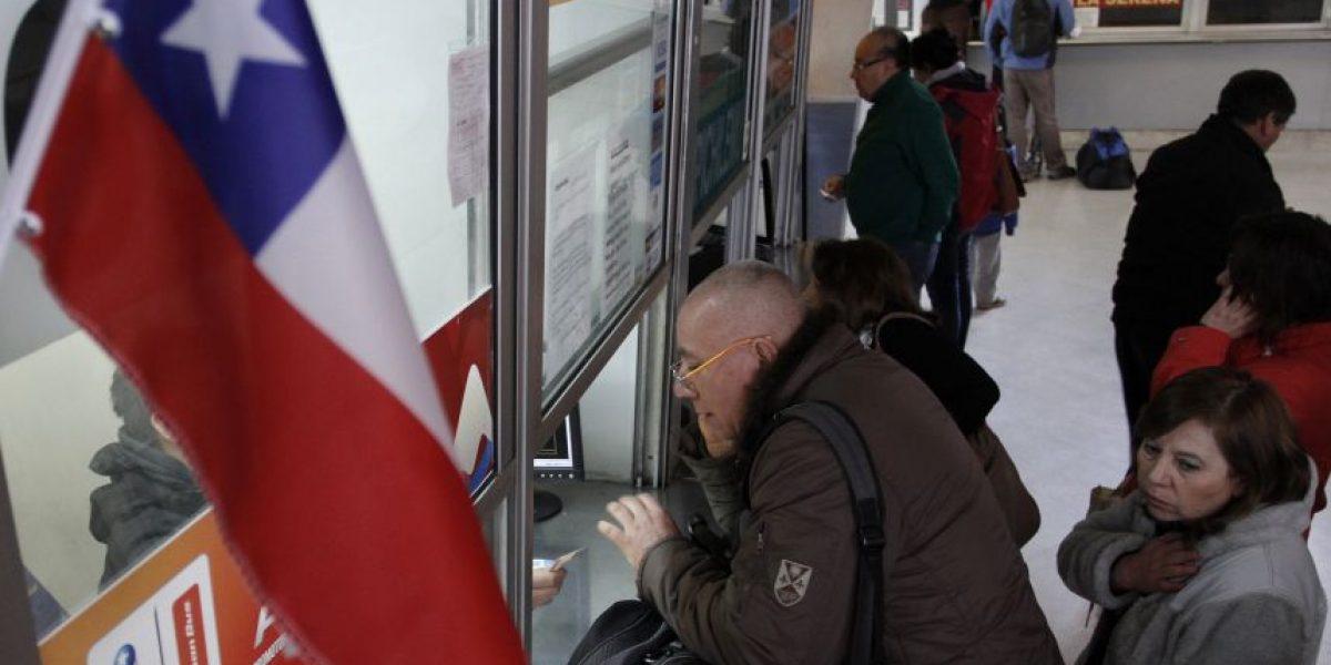 Pasajeros repletaron terminales de buses capitalinos buscando recuperar dinero