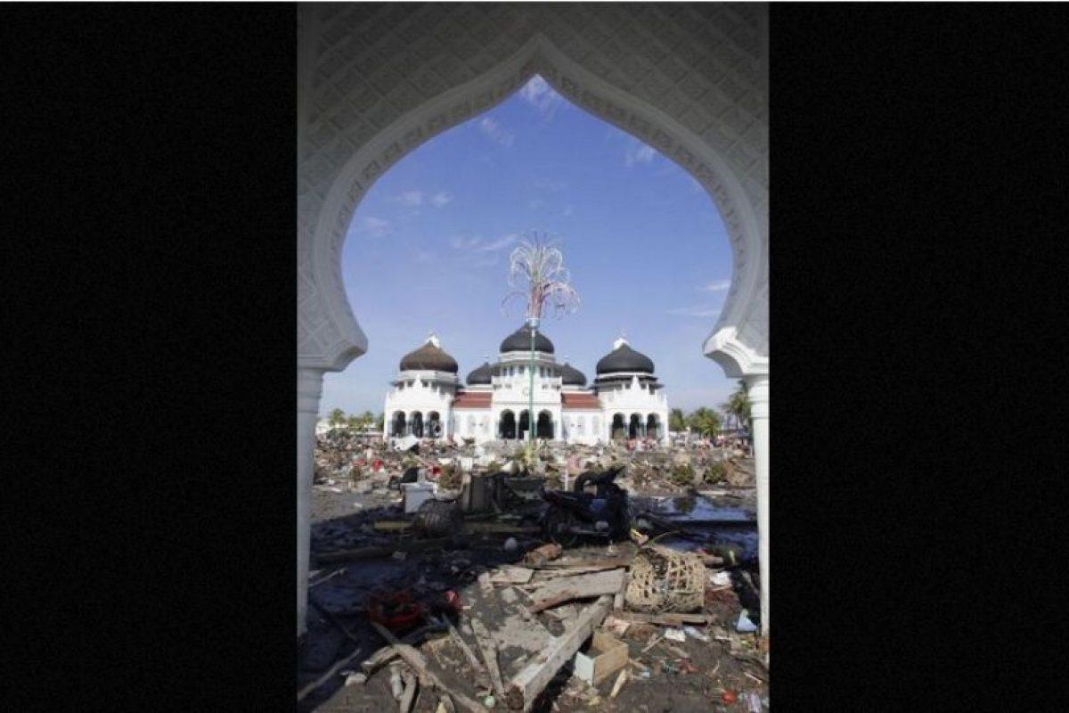 5. 26 de diciembre de 2004, Isla de Sumatra, Indonesia: Después de un mes se supo que dejó aproximadamente 230 mil muertos. Foto:Getty Images. Imagen Por: