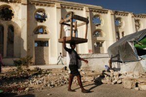 10. 12 de enero de 2012, Haití: Con una magnitud de 7, el terremoto dejó aproximadamente 222 mil 570 muertos, 300 mil heridos Foto:Getty Images. Imagen Por: