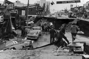 2. 28 de marzo de 1964; Prince William Sound, Alaska: El tsunami resultante alcanza alturas de 67 metros a su paso. Como resultado hubo 128 muertes y daños por más de 311 millones de dólares Foto:Wikimedia. Imagen Por:
