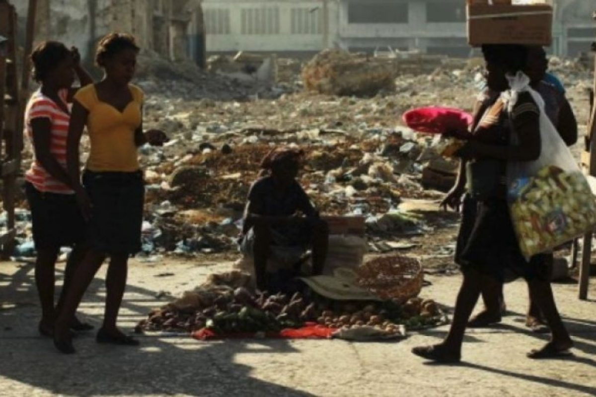 10. 12 de enero de 2012, Haití: Además de 1.3 millones de desplazados y más de 90 mil casas destruidas en Puerto Príncipe. Foto:Getty Images. Imagen Por: