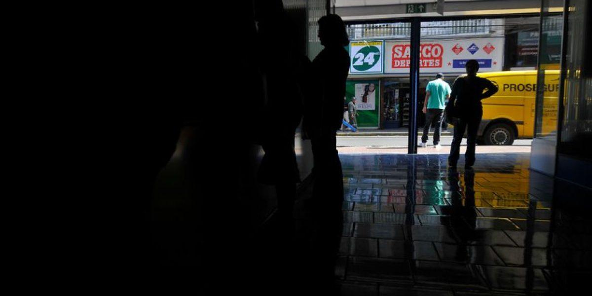 Comunas de Santiago aún registran cortes de luz tras terremoto