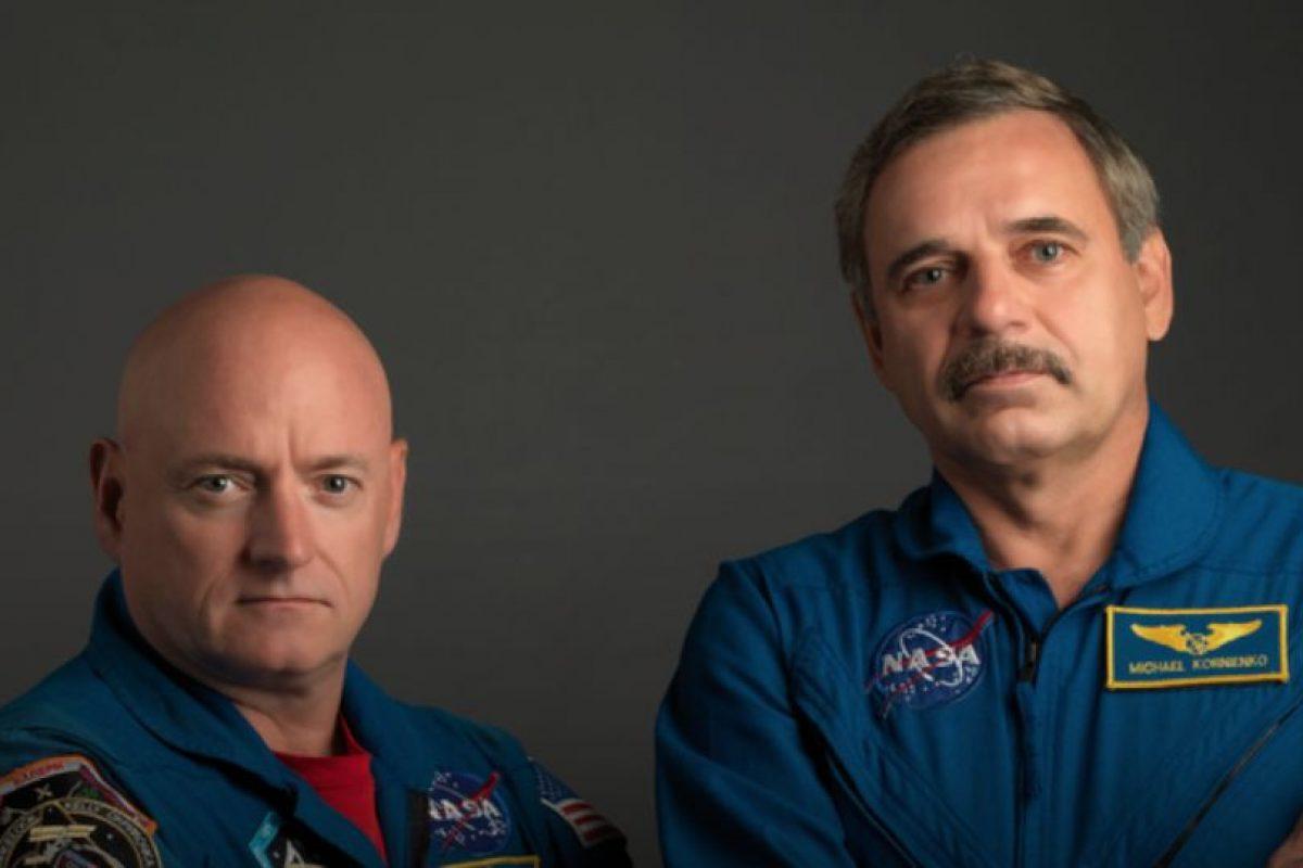 Scott Kelly (izquierda) y Mijaíl Korniyenko (derecha) llevan seis meses en el espacio. Foto:Vía nasa.gov. Imagen Por: