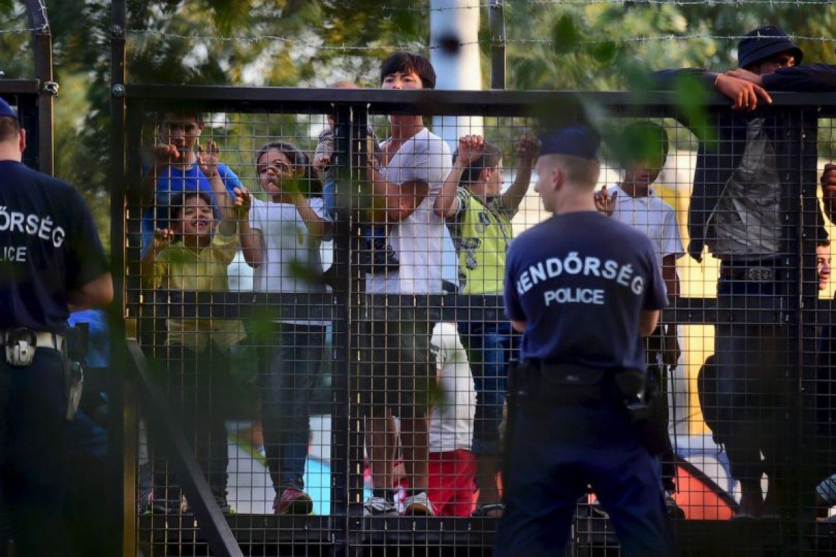 Y puso a cientos de policías y militares a resguardar la frontera. Foto:AFP. Imagen Por: