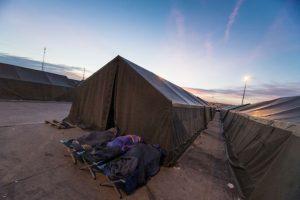 Migrantes en campamento de Austria. Foto:AFP. Imagen Por: