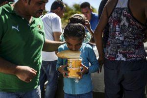 Niña refugiada en la frontera de Turquía y Grecia. Foto:AFP. Imagen Por: