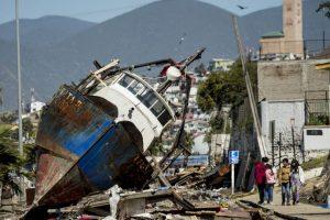 Facebook habilitó una función para que los chilenos reporten a sus contactos que se encuentran bien Foto:AFP. Imagen Por: