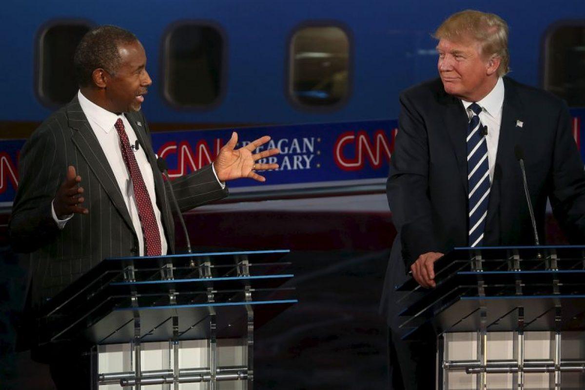 Donald Trump (der) y Ben Carson (izq) Foto:AFP. Imagen Por: