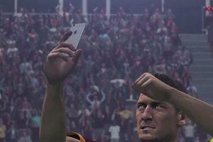 El italiano Francesco Totti tomándose un selfie en el festejo. Foto:Konami. Imagen Por: