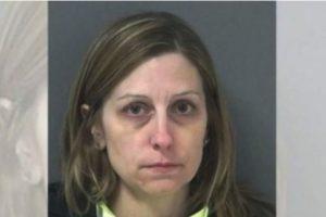 Michelle Ladd, de 41 años. Le regaló autos, armas y alcohol a sus alumnos Foto: Miami County Sheriff's Office. Imagen Por: