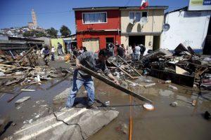 Una víctima del tsunami en la localidad de Los Vilos. Foto:AP. Imagen Por: