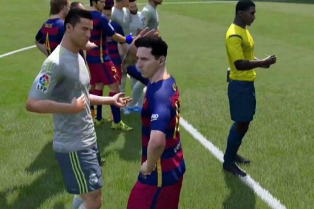 """Cristiano Ronaldo y Lionel Messi discutiendo en el """"FIFA 16"""". Foto:vía YouTube.com. Imagen Por:"""