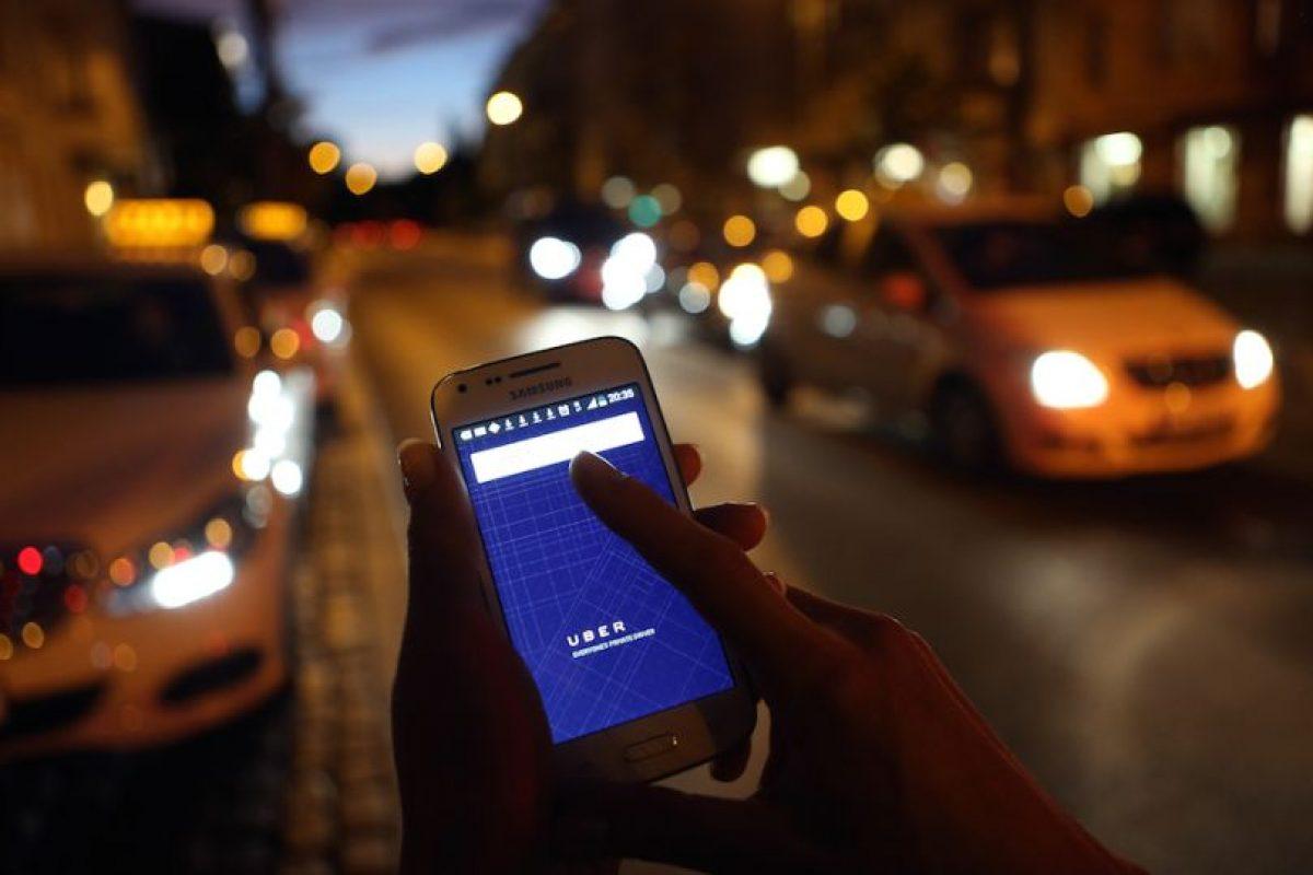 8) La tarifa de Uber se cobra de la siguiente manera: Tarifa base + minutos en el auto + kilómetros recorridos. Además, cada tipo de auto tiene una tarifa mínima y una tarifa de cancelación. Foto:Getty Images. Imagen Por: