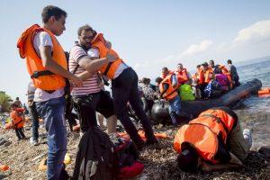 De acuerdo con el periódico español El País, desde el miércoles a este jueves han entrado aproximadamente seis mil personas den la frontera de Serbia y Croacia. Foto:Getty Images. Imagen Por: