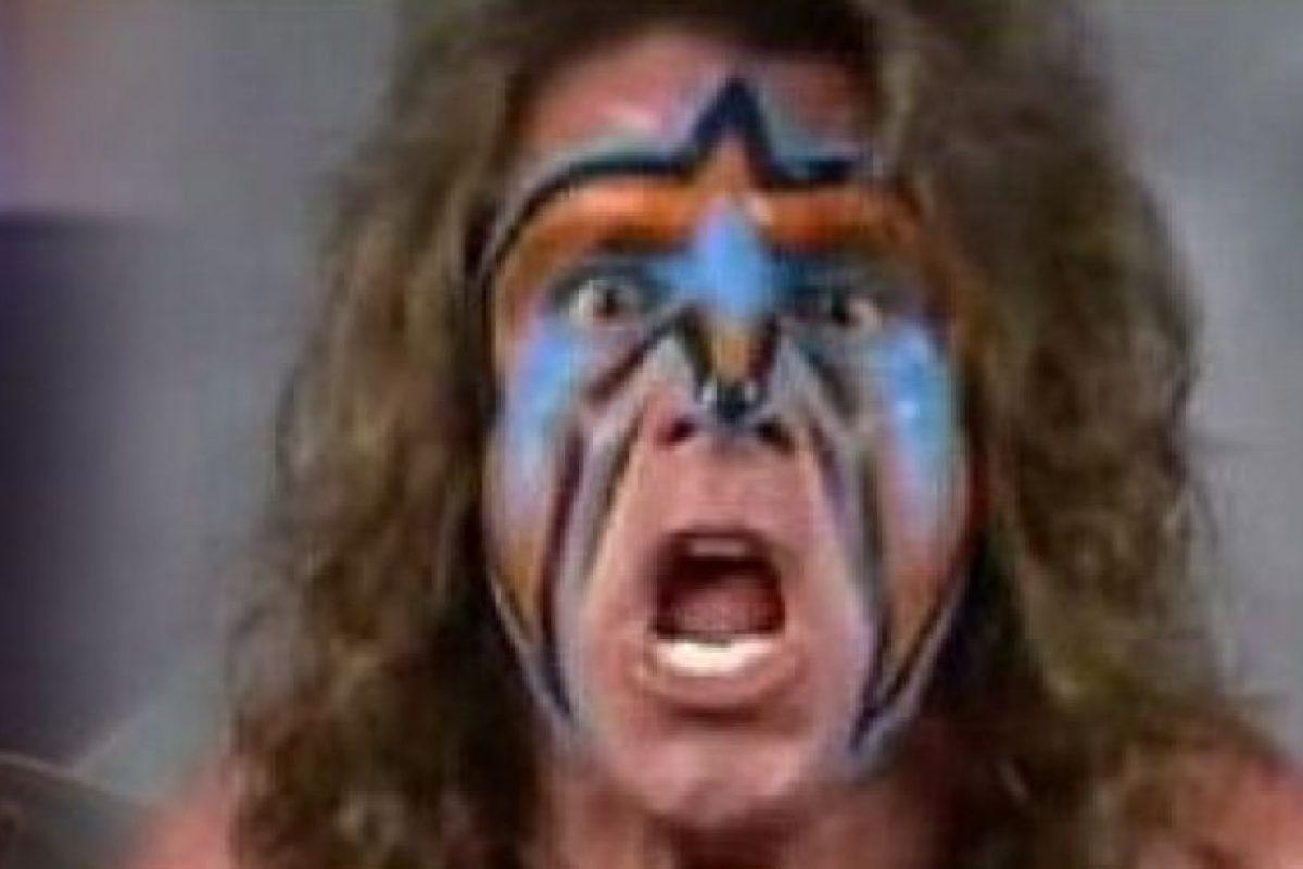 """James Brian Hellwig era un luchador famoso en los años 80, se llamaba """"The Ultimate Warrior"""". Foto:vía Getty Images. Imagen Por:"""