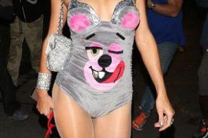 Y Miley vestida de osito cariñosito. Foto:vía Getty Images. Imagen Por: