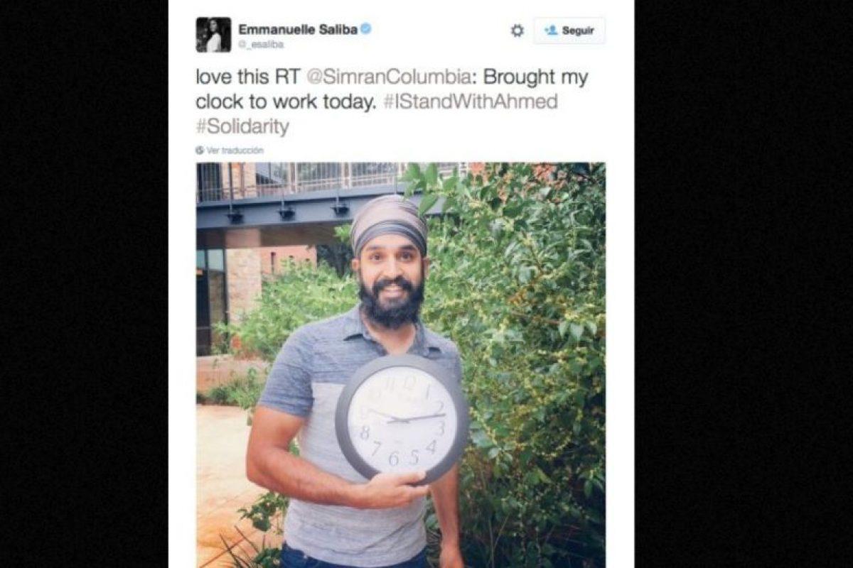 Musulmanes posan con relojes en señal de apoyo. Foto:vía Twitter. Imagen Por: