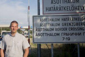 En el video László Toroczkai reafirma que la llegada de migrantes ilegales no es bien recibida. Foto:Vía facebook.com/laszlo.toroczkai. Imagen Por:
