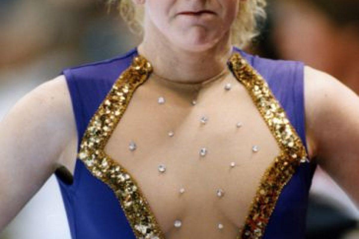 Tonya Harding, patinadora artística, fue famosa por mandar a golpear a su rival, Nancy Kerrigan, en 1994, antes de los Olímipicos de Invierno. Esto le costó su salida de ese deporte. Foto:vía Getty Images. Imagen Por: