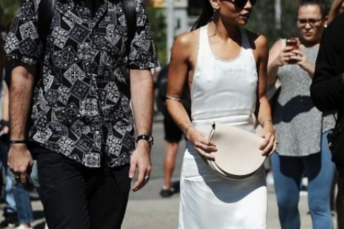 Pero en el caso de Zoë Kravitz ella encontró quizás el primer vestido minimal que sacó la marca y en ventas de segunda mano. Foto:vía Getty Images. Imagen Por: