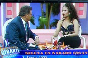 """En 1995, Selena y su banda Los Dinos llegaron a """"Sábado Gigante"""" para contagiar al público hispano con su música. Foto:Vía Twitter. Imagen Por:"""