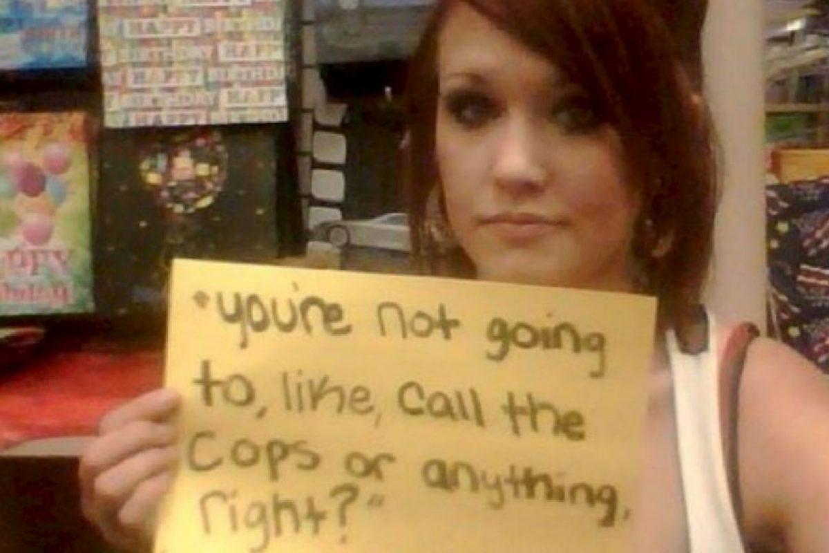 """""""Tú no llamarás a la policía o a alguien más, ¿entendido?"""". 6 años trás. Tenía 15. Mi atacante después de que me dejó. Foto:vía Project Unbreakable. Imagen Por:"""