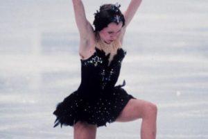 Si no nos creen, Oksana Baiul usó el mismo vestido con el que ganó el oro olímpico en 1994. Foto:vía Getty Images. Imagen Por: