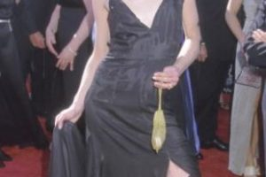 Portia de Rossi disfrazada de Courtney Love en 1999. Foto:vía Getty Images. Imagen Por: