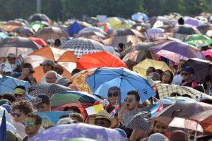 Se estima que un millón de personas asistió al servicio religioso. Foto:AFP. Imagen Por: