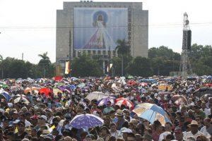 Desde su llegada a la isla el papa se ha mostrado a favor del deshielo entre las relaciones diplomáticas entre Cuba y Estados Unidos. Foto:AP. Imagen Por: