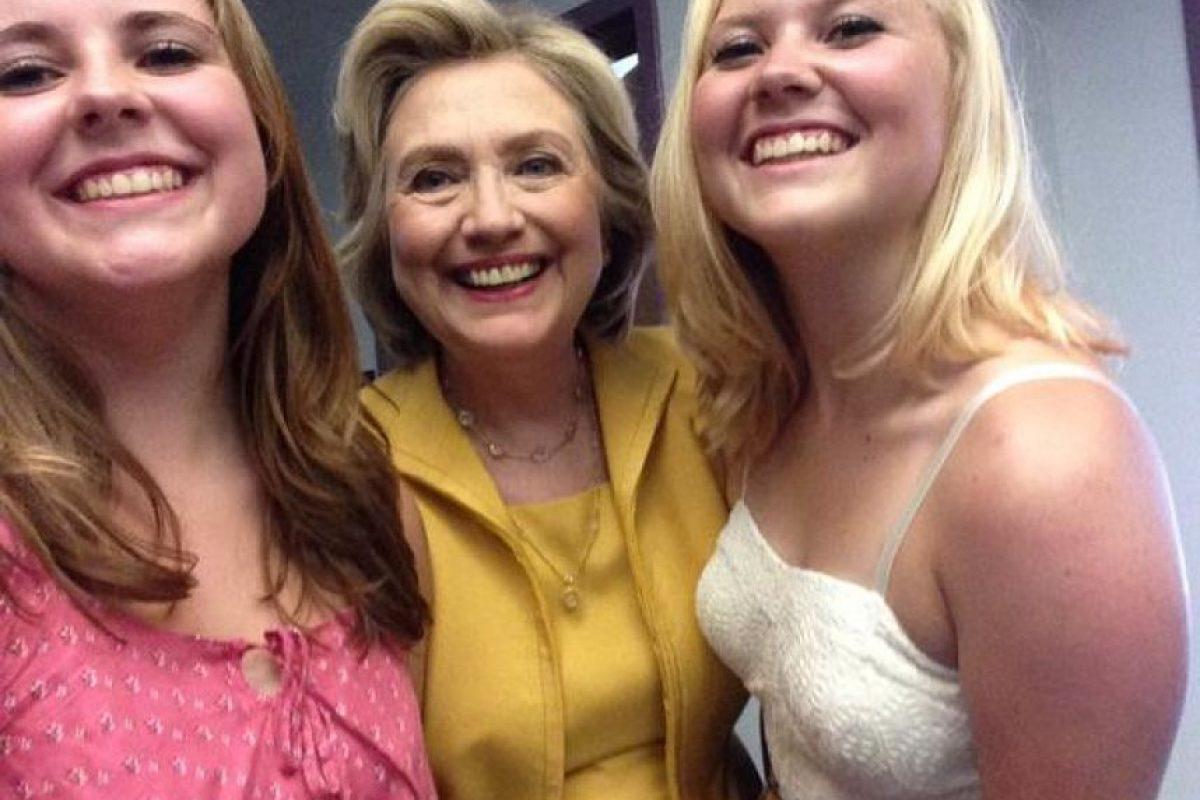 Ya se fotografiaron con Jeb Bush, Lindsey Graham, Hillary Clinton y hasta con el polémico Donald Trump. Foto:Vía twitter.com/PrezSelfieGirls. Imagen Por: