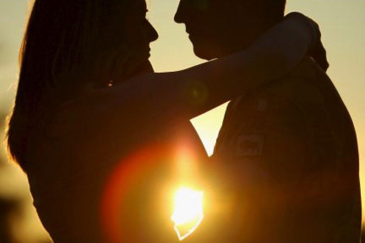 5. Un par de jóvenes fueron descubiertos por la Policía mientras tenían relaciones sexuales en la plaza Waldo Calero, en el municipio costero de Torrevieja en España. Sin embargo, su reacción fue sorpresiva, pues en lugar de detenerse, pidieron a las autoridades que no los molestaran. Foto:Getty Images. Imagen Por: