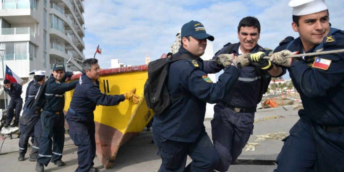 Armada retira embarcaciones varadas en calles de Coquimbo tras tsunami