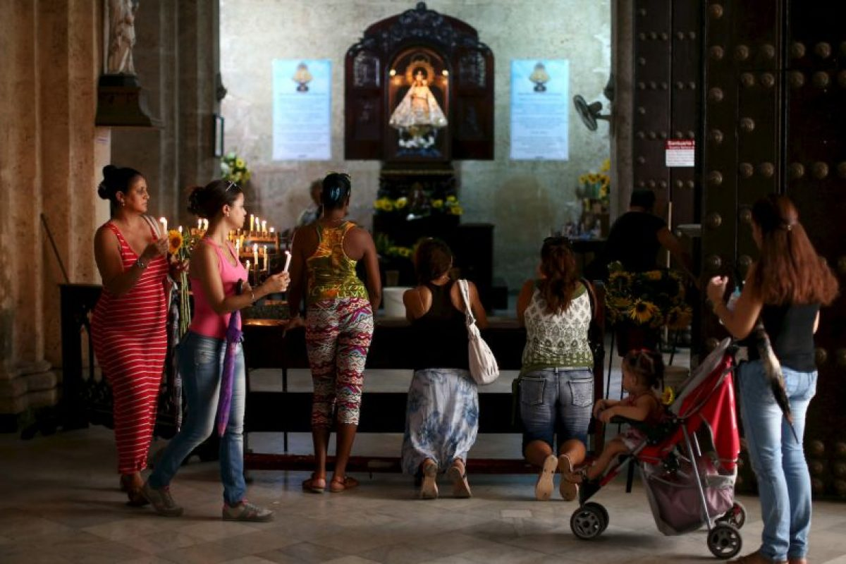 """En 2012, el papa Benedicto XVI le otorgó la """"Rosa de Oro de las Cristianidad"""", con motivo del aniversario número 400 de su aparición. Foto:Getty Images. Imagen Por:"""