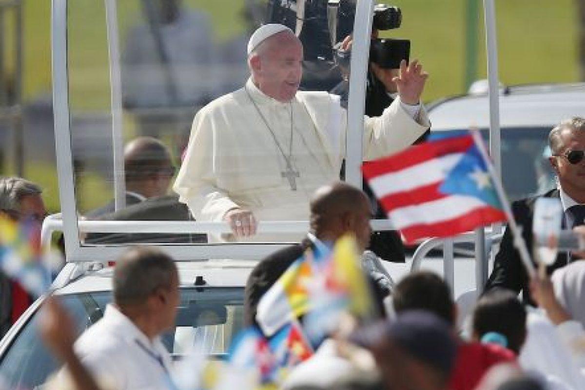 """1. """"El diálogo y el encuentro debe imponerse sobre el sistema de dinastías y de grupos"""", dijo el papa a su llegada, sobre el deshielo de las relaciones entre Cuba y Estados Unidos. Foto:Getty Images. Imagen Por:"""