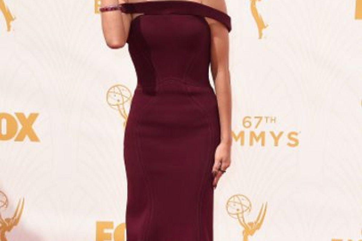 Sarah Hyland con el peinado de Kylie Jenner. Un vestido minimal que merecía algo mejor. Foto:vía Getty Images. Imagen Por: