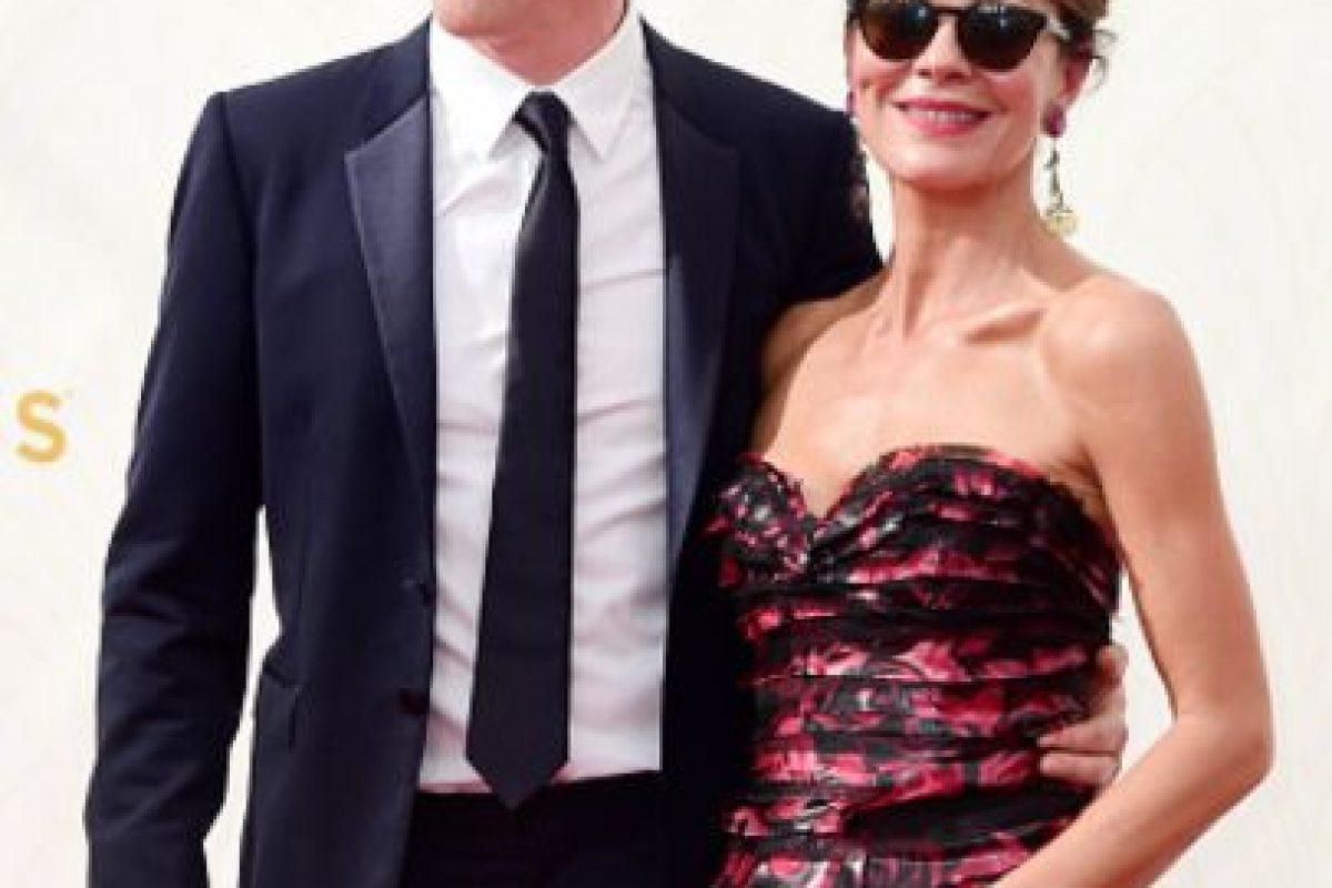 """A excepción del exquisito """"accesorio"""" de su izquierda, Helen McCrory parece fuera de lugar con esas gafas. Foto:vía Getty Images. Imagen Por:"""