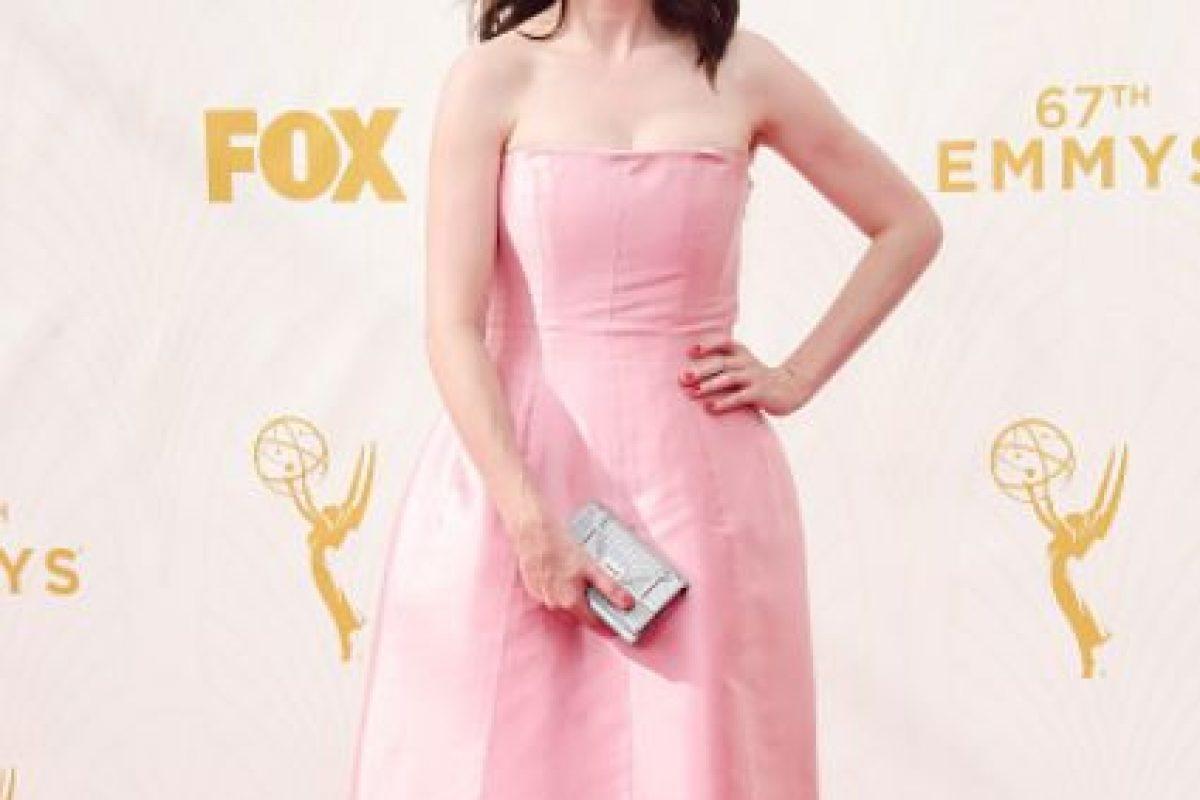 Carice Van Houten fingiendo ser la quinceañera rosa que no es. Foto:vía Getty Images. Imagen Por: